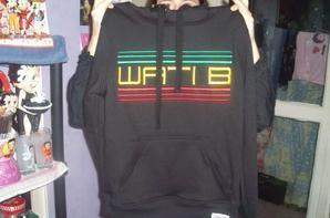 le pull noir de wati b a ma femme et moi le sweat de africain c'est a moi