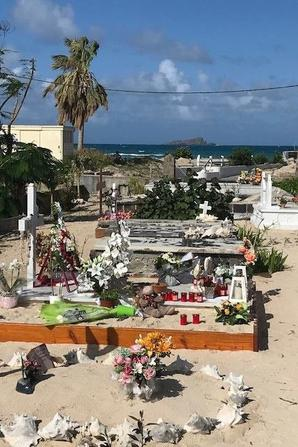 la tombe de Johnny a St Barth