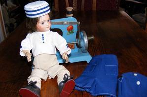 Ma Bleuette vous montre sa nouvelle tenue,d'abord en chemise de présentation ensuite sa nouvelle tenue.