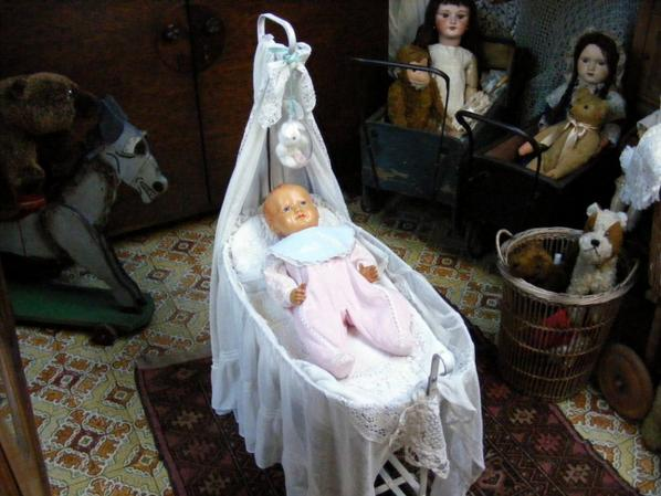 un peu de nouvelles de mon Romeo,j'ai trouvé chez Emmaüs une   petite barboteuse  qui lui va très bien .
