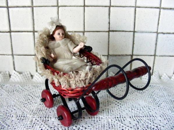 Voici une petite poussette trouvé se matin ,pas la poupée je l'avais déja.