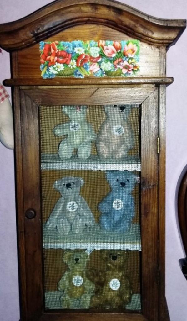 Petit meuble trouvé à Wambrechies juste pour mes petits ours de Steiff+++