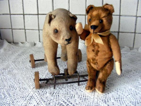 Mon petit ours de chez Steiff très anciens vous souhaite une belle journée++++