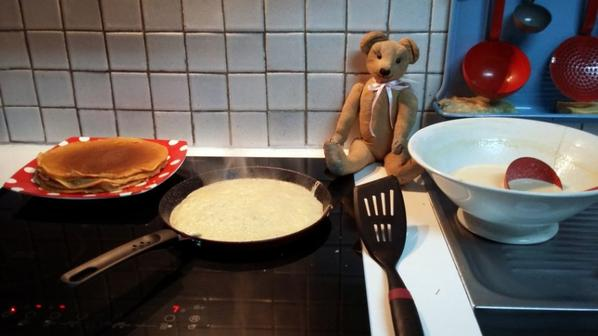 Mon petit Richard regarde comment faire des bonne crêpe+++