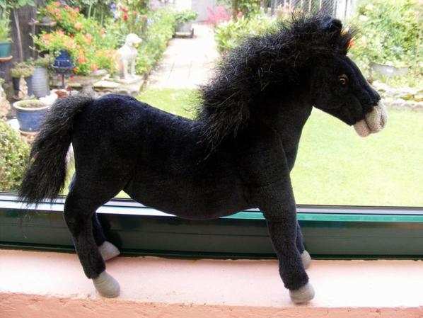 Trouvaille de ce matin mon cheval noir+++Cheval Hansa