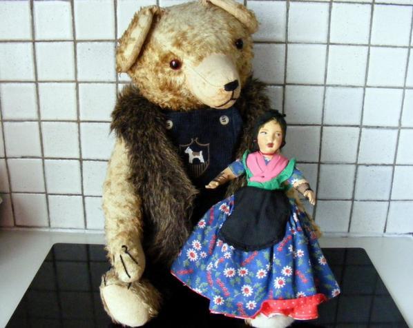 Anatole avec sa poupée double face+++