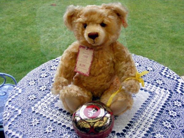 Mon ours Marcel est en fête il souhaite bonne fête à tout les Marcel+++