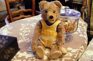 Mon Edward vous montre sa petite laine que je viens de terminé+++