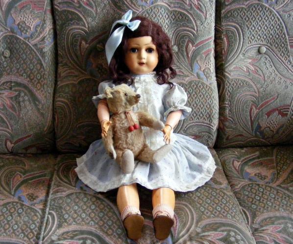 Angelina dans sa nouvelle robe que j'ai fait vous faite un petit coucou++++
