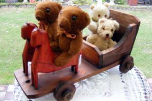 Ma trouvaille du jour ,jouets tout en bois très primitive ,mes petits ours en profite déja très bonne soirée à vous tous++++
