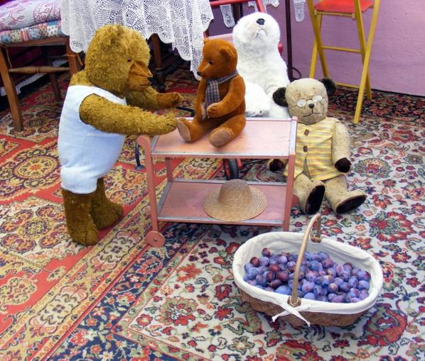 O des bonnes prunes !Jules- César est ravi de vous les montre ++