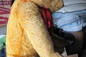 Voici mon ours Alistair Anglais arrivé hier,de la marque Merrythought.