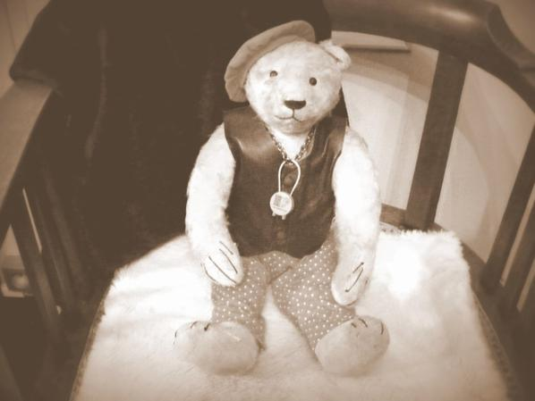 Bonjour à vous tous ,voici mon Rudolf qui à environs cent ans ++