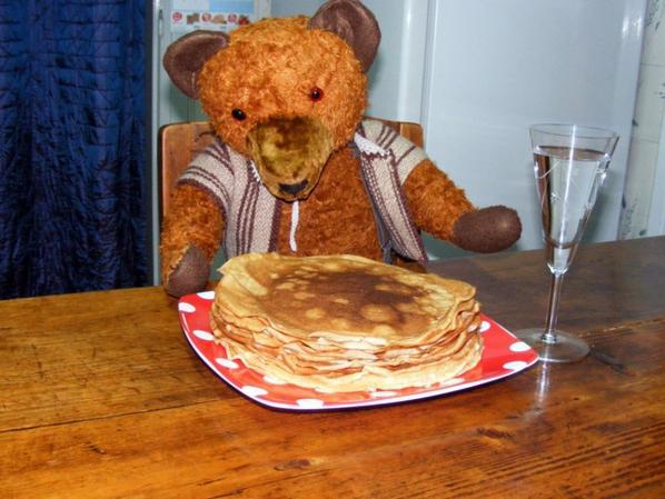 Je vous montre mon ours Valérien Allemand hauteur 62 cm.