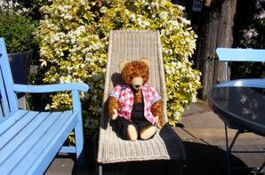 Cyriac à fait la pose dans notre jardin+++