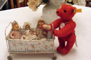 Voici mon petit ours rouge de chez Steiff que j attendais pour mon S T Nicolas,il est arrivé avec du retard vaux mieux tard  que jamais.