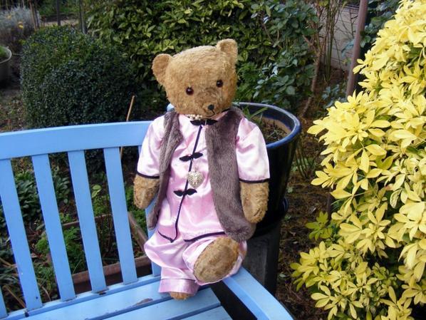 Mon ours Andrew vous souhaite une agréable journée à vous tous mes amis+++