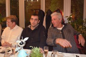 réunion de pêcheurs autour d'une table ( suite )