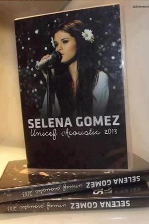 SELENA GOMEZ AU STUDIO LE 27/01/13 ET LE SON DVD ACOUSTIC DE L'UNICEF
