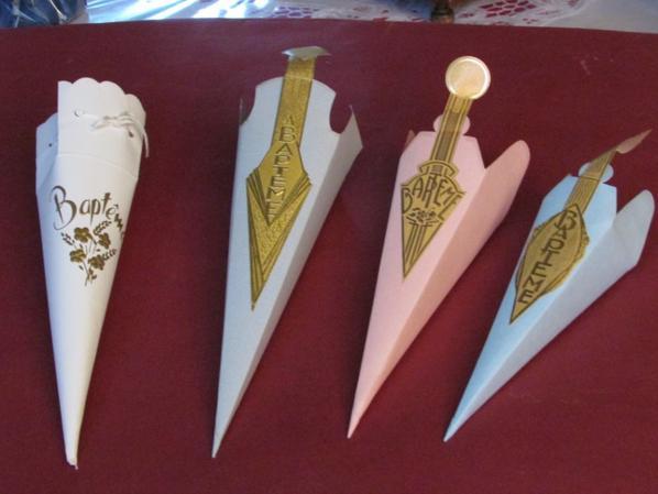 Quelques anciens cornets de dragées