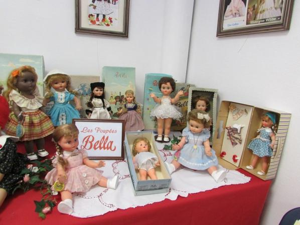 Quelques poupées Bella anciennes pour visiteurs nostalgiques du bon vieux temps