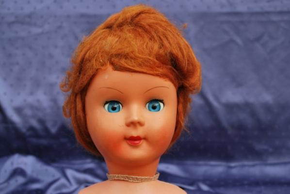 Jolie italienne aux yeux bleus