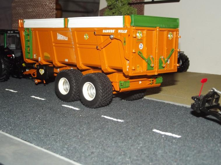 Benne Dangreville Modifié en version 2 essieux (non términé)