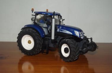 Petite nouveauté acquis en Juillet : New Holland T7070 Blue Power