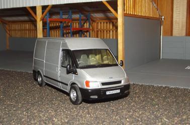 Petite rareté déniché : Ford Transit Britains gris au 1/32