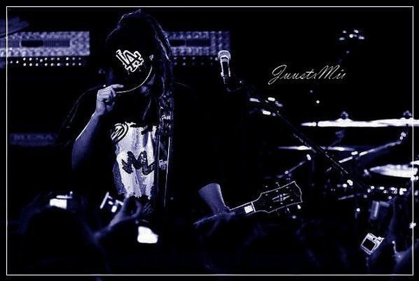 Jede schwingung der gitarre macht mich traum...          Mein liebe. ♥