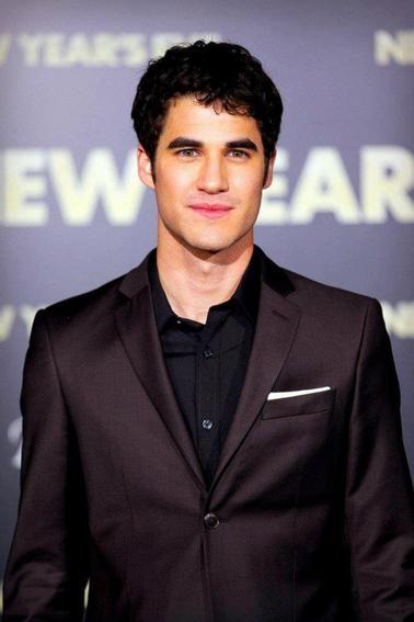 Le site AfterElton a publié son classement des 100 hommes les plus sexy. Darren arrive 1er pour la deuxième année consécutive.
