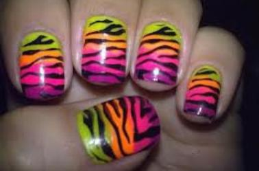 ONGLES TRES STYLEE