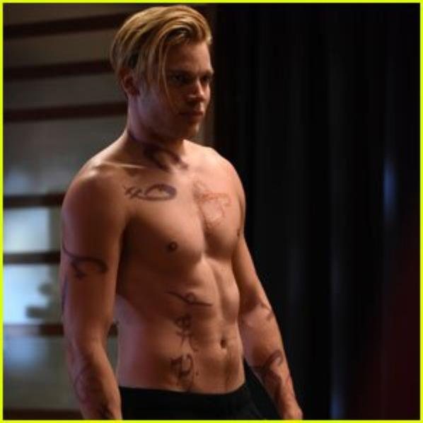Dominic Sherwood (de la série Shadowhunters)