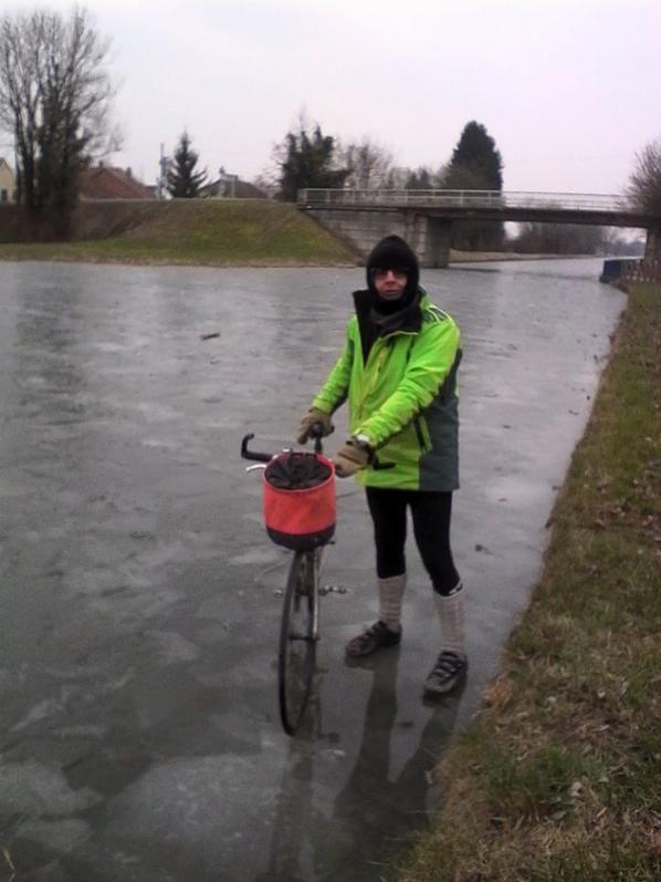 Canal du Rhone au rhin, gelé sur 10 cms au moins