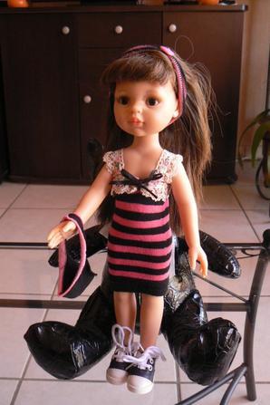 et voila  ...devinez   avec quoi j'ai fait cette petite robe le sac n'est pas tout   a fait terniné