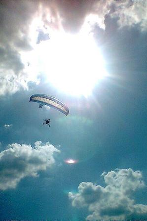 NACHTRAG 40: ULM - Paramoteur - Im Frühjahr machte Peter seinen ULM-Pilotenschein mit der Flugerlaubnis für Paramoteur