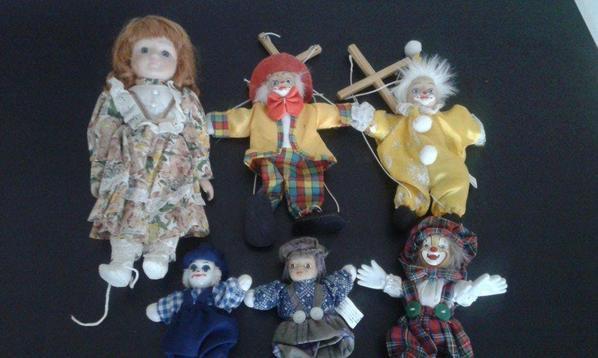 poupées et clowns en porcelaine