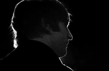 """""""Nous vivons dans un Monde ou l'on doit se cacher pour faire l'amour pendant que la violence se pratique en plein jour"""" John Lennon 1940-1980"""