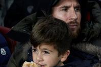 Leo Messi & Thiago, Luis Suarez & Benjamin avec Gerard Piqué & Milan