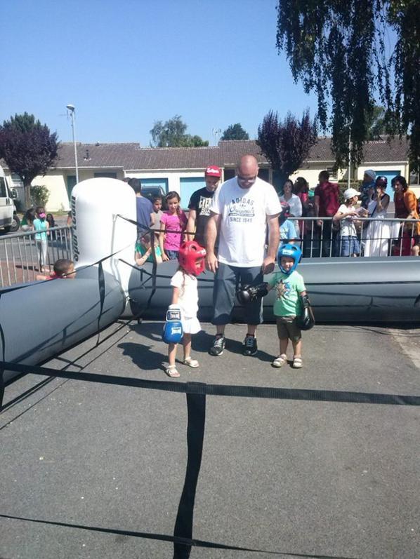 quartier d été de dorignies 20/07/2013 : initiation boxe avec le douai boxing club et son ring gonflable