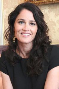 De passage à Paris, la star du Mentalist Robin Tunney rencontre ses fans (17 juin 2013)