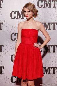 100% BEAUTY STARS : Qu'elle est la plus belle robe rouge : celle d'Iggy Azalea , Rita ora ,Nicki minaj , Demi lovato, Taylor Swift , Selena Gomez ou bien la plus cut des stars Ariana grande A vous de faire le choix