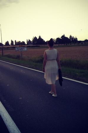 Je ne te déteste pas. Mais traverses, il y a une voiture.