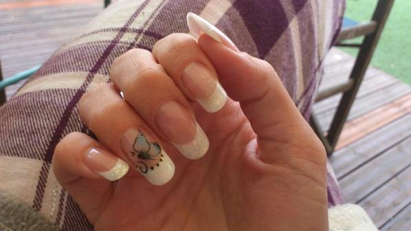 pose simple french blanche petit papillon( peinture)
