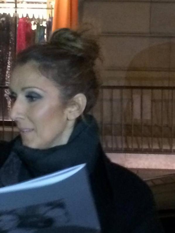 Sortie de Céline pour signature des autographes