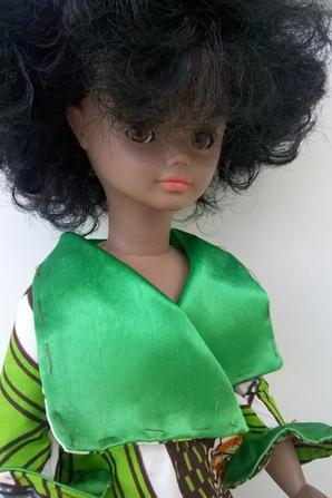 jolie Cathie noire en tenue wax