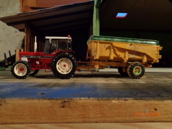 Moisson du maïs avec le IH 1055 et la benne Dangreville 9T