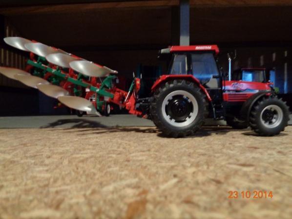 Labour pour les semis de blé et d'orge avec le CaseIH Maxxum Maxxtrac 5150 Pro et la charrue Kvenerland 150S. 4 Corps
