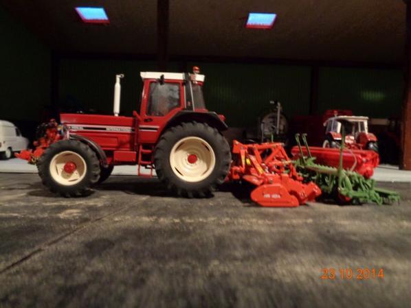 Semis du blé et de l'orge d'hiver avec le IH 1455xl et la herse rotative KUHN HR404 et le Semoir NODET 4m