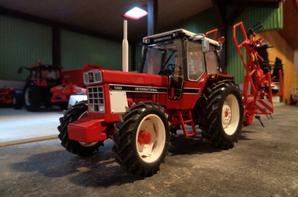 IH 1055 et faneuse Kuhn GF6502